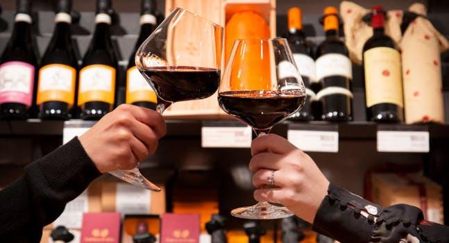 92c05701-3e15-4e5f-8f58-5e9c7a47ea17_brindisi-vino-rosso